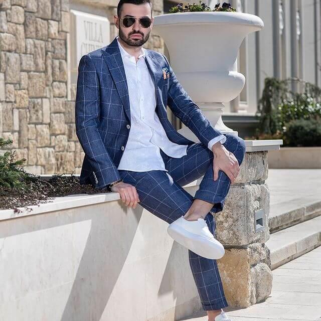 Carducci Костюм 2021 година. 100% лен. Каре в син цвят.